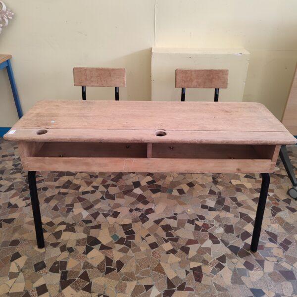 Table d'écolier avec chaises