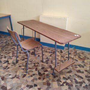 Bureau et chaise industriel