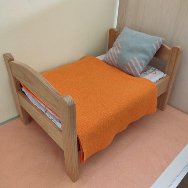 Mini lit en bois pour poupée